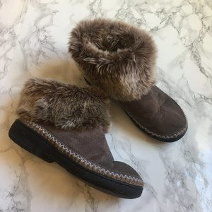 Isotoner Faux fur cuff slippers